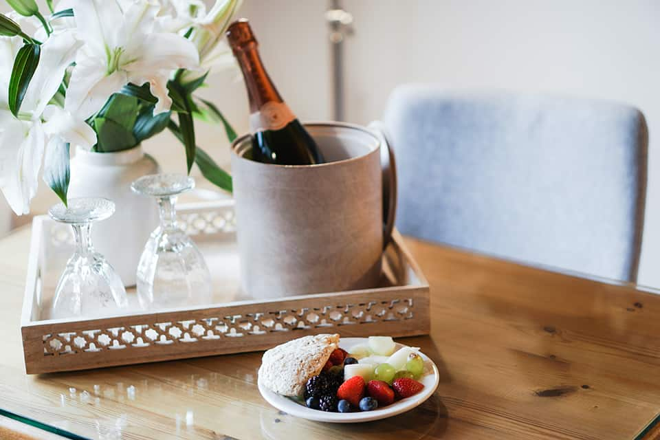Champagne breakfasts are the most romantic of all. (1)
