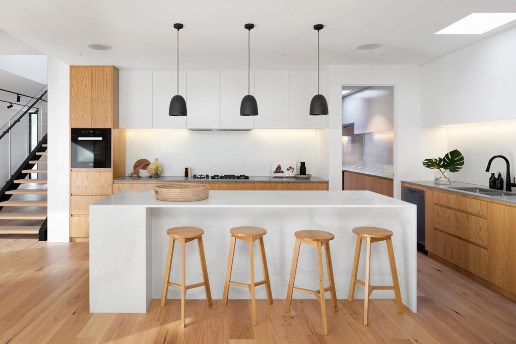 Functional Kitchen Design Make the centre island the focal point and the heart of the kitchen.